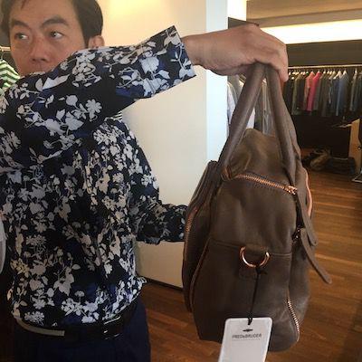 Showroom von FredsBruder mit der Ausstellung der Taschen